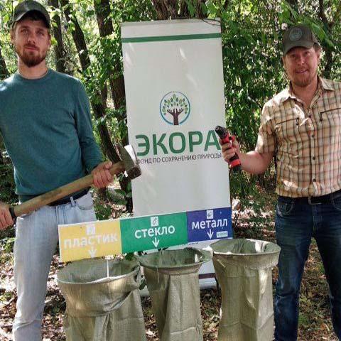 В Таманском лесу Ставрополя появились мешки-урны для сбора мусора